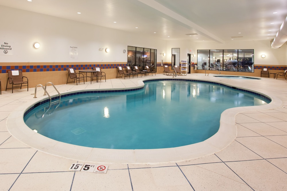 Pool, Holiday Inn Express Hotel & Suites Zanesville North