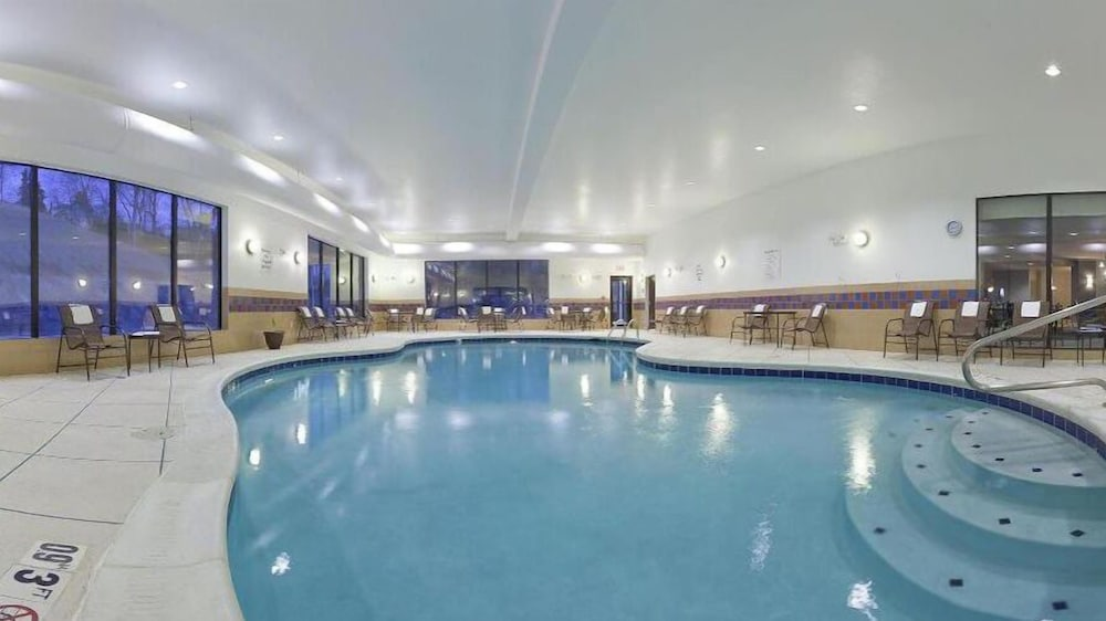Indoor Pool, Holiday Inn Express Hotel & Suites Zanesville North