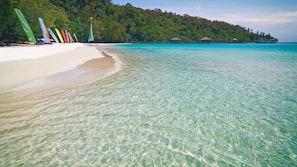 私人海灘、免費海灘小屋、躺椅、太陽傘