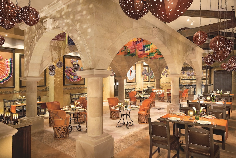 Family Dining, Dreams Riviera Cancun Resort & Spa