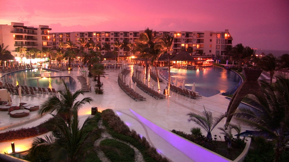Front of Property - Evening/Night, Dreams Riviera Cancun Resort & Spa