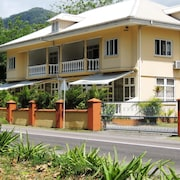 Reef Holiday Apartments