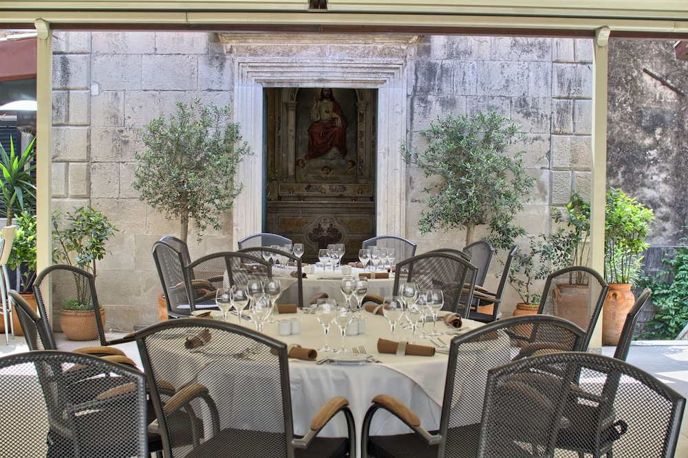 Restaurant, The Pucic Palace