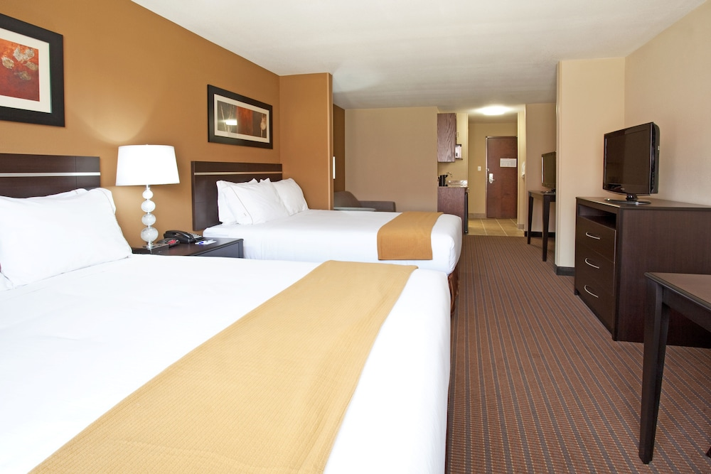 Room, Holiday Inn Express Hotel & Suites LAMAR, an IHG Hotel