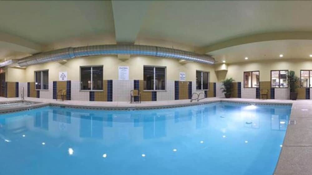 Indoor Pool, Holiday Inn Express Hotel & Suites LAMAR, an IHG Hotel