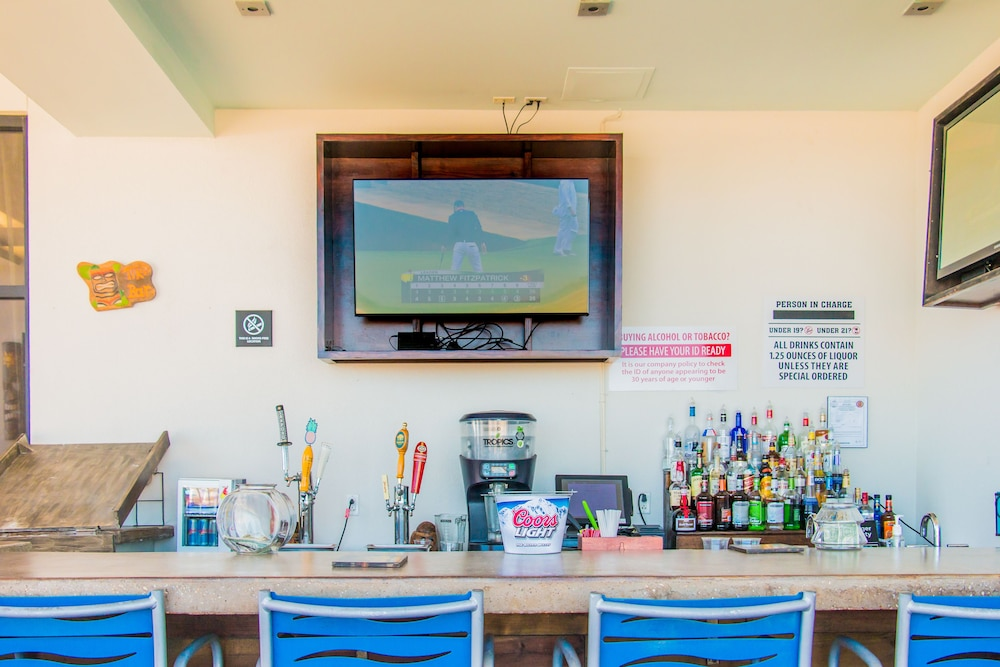 Poolside Bar, Hampton Inn & Suites Orange Beach/Gulf Front