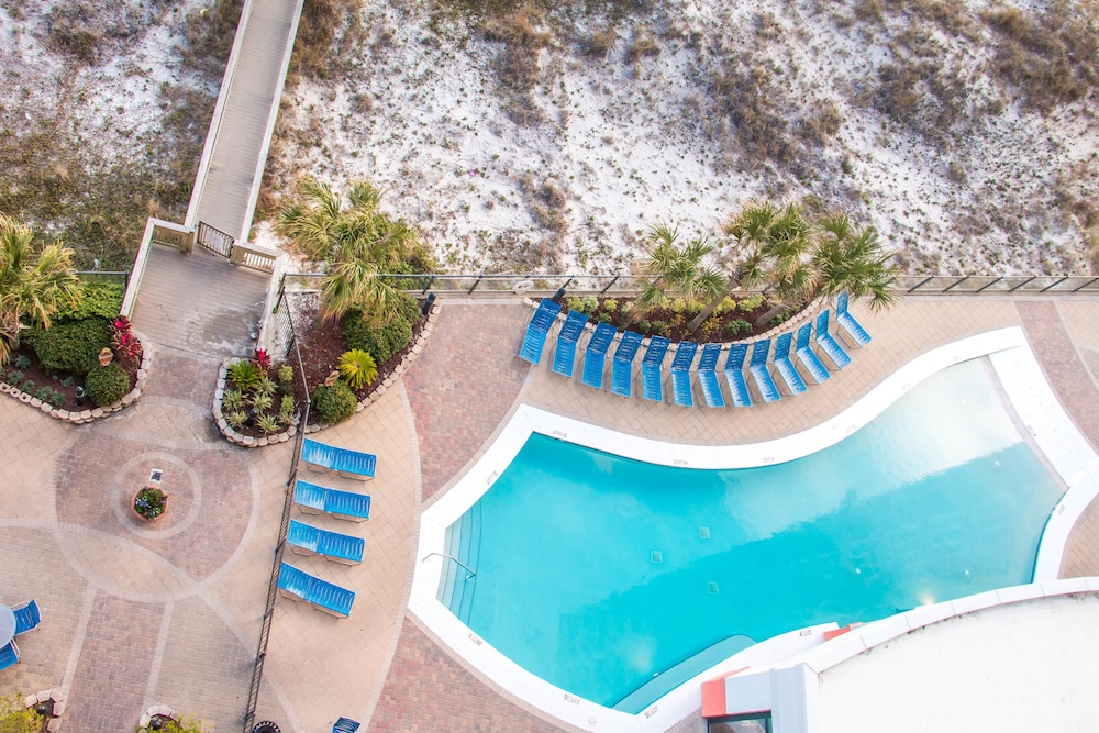 Outdoor Pool, Hampton Inn & Suites Orange Beach/Gulf Front