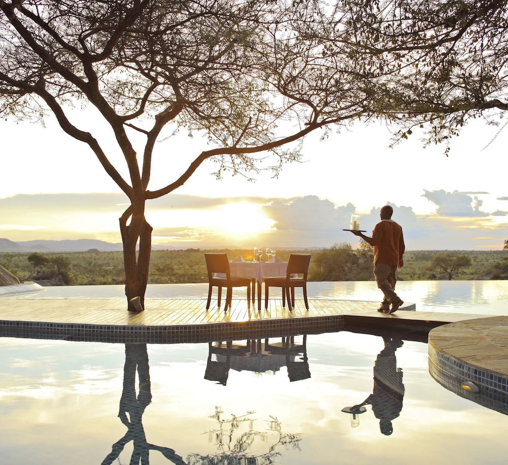 Couples Dining, Four Seasons Safari Lodge Serengeti