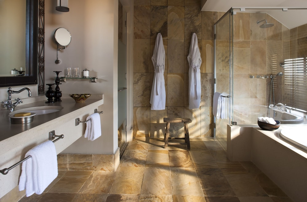 Bathroom, Four Seasons Safari Lodge Serengeti