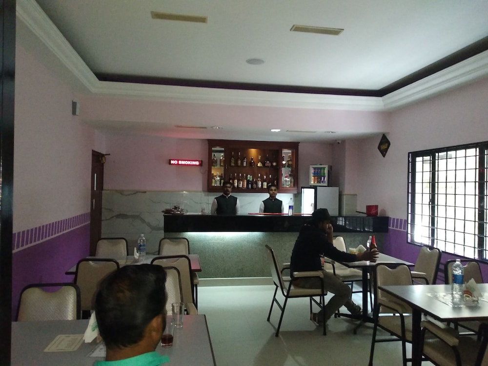Bar, Issacs Residency