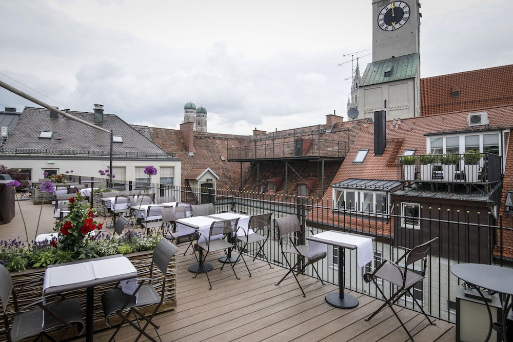 Rooftop terrace, Louis Hotel
