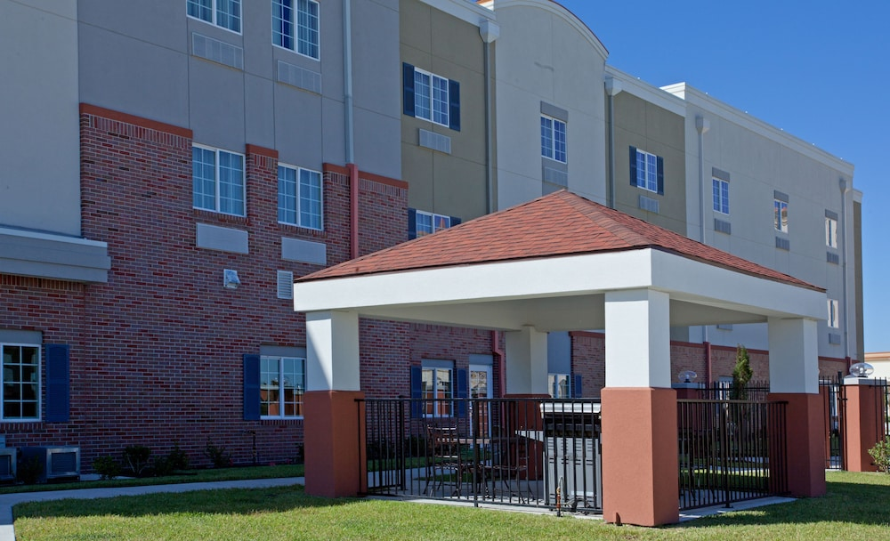 Terrace/Patio, Candlewood Suites League City, an IHG Hotel