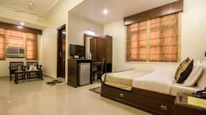 高档床上用品、迷你吧、客房内保险箱、特色装修
