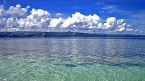 Ubicación cercana a la playa, submarinismo y buceo con tubo