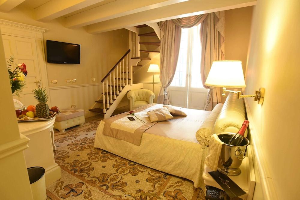 Suite hotel santa chiara in salento peninsula hotel for Hotel meuble santa chiara suite naples
