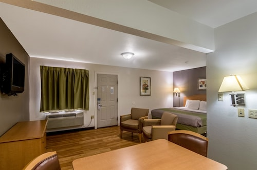Check Expedia for Availability of Studio 6 Lubbock - Medical Center