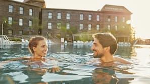 3 piscinas al aire libre, sombrillas