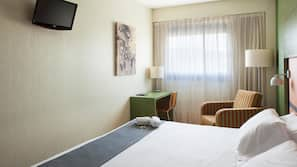 Caja fuerte, escritorio, cortinas opacas y sistema de insonorización