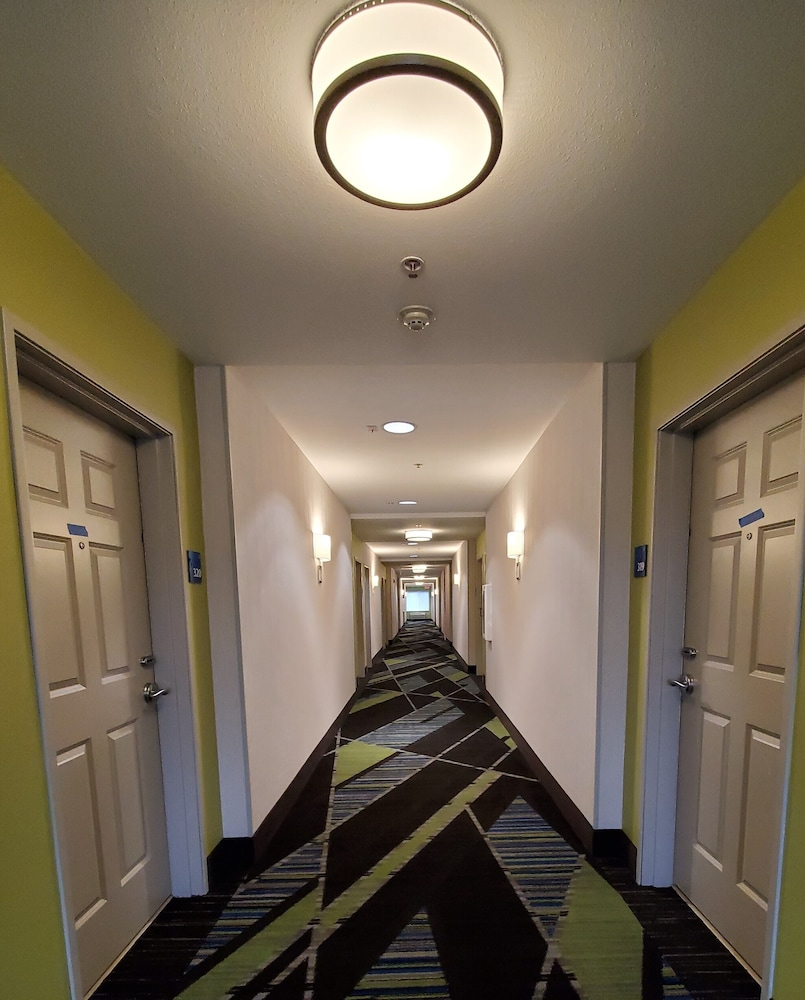 Hallway, Holiday Inn Express & Suites Seattle North - Lynnwood