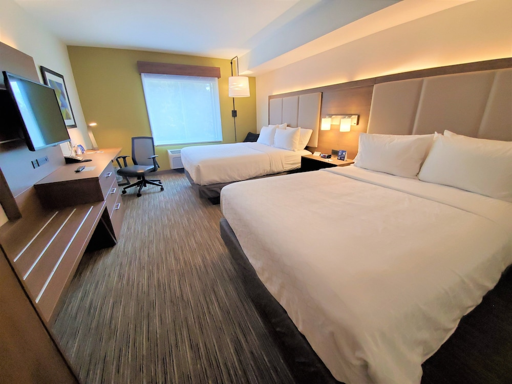 Room, Holiday Inn Express & Suites Seattle North - Lynnwood