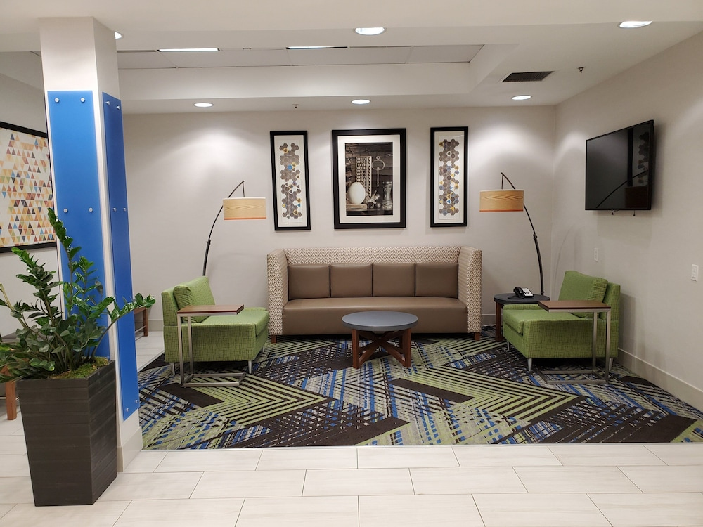 Lobby, Holiday Inn Express & Suites Seattle North - Lynnwood
