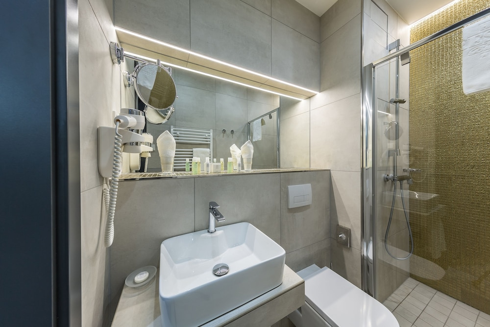 Bathroom, Hotel President
