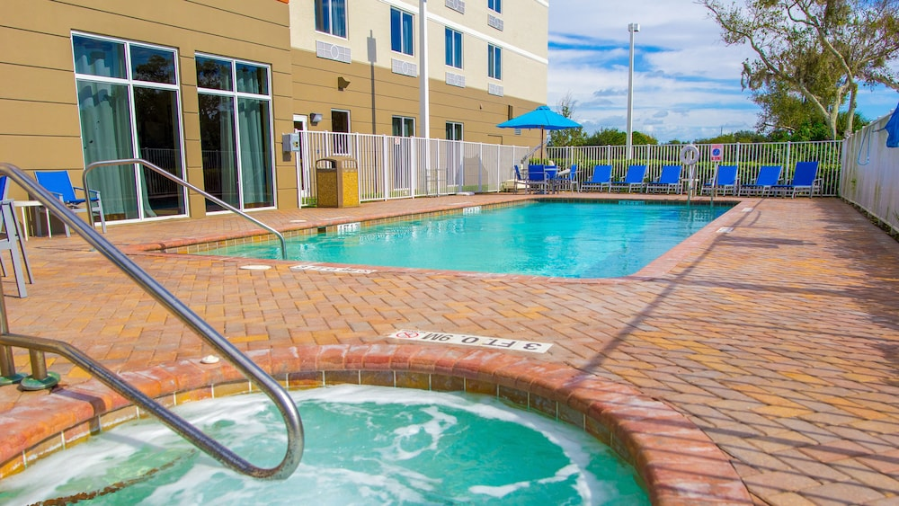 Pool, Holiday Inn Express & Suites Palm Bay