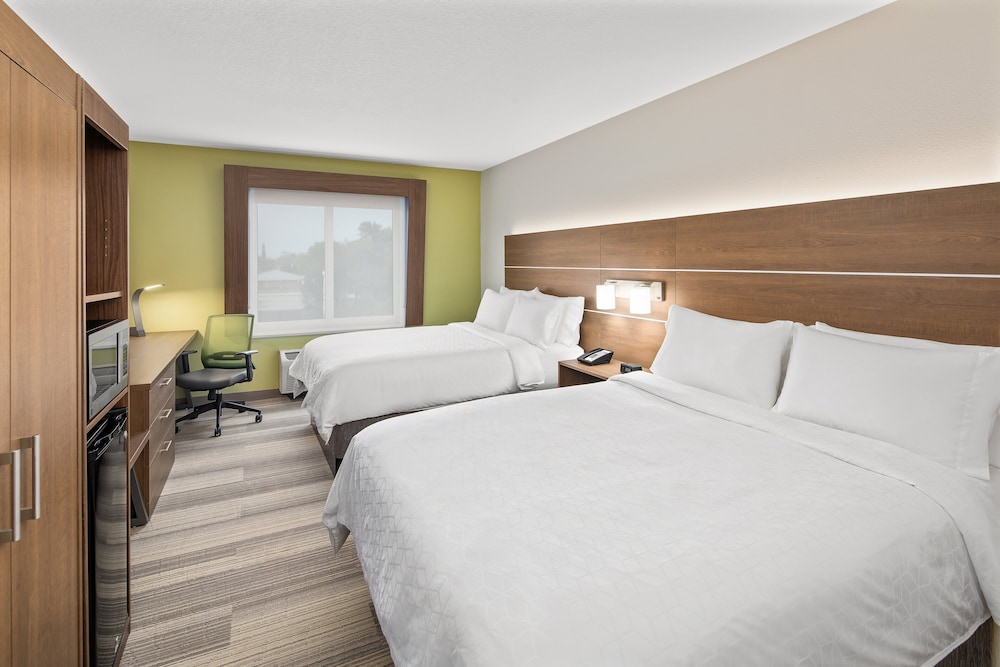 Room, Holiday Inn Express & Suites Palm Bay