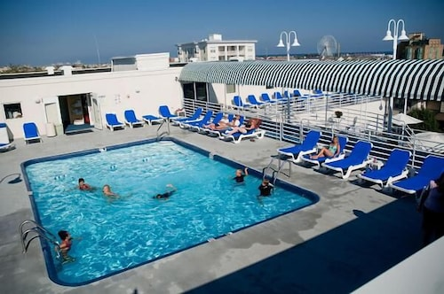Outdoor Pool, Biscayne Suites