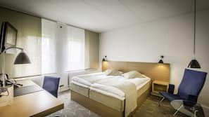 Allergivenligt sengetøj, pengeskab, skrivebord, mørklægningsgardiner