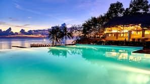 Hồ bơi ngoài trời, mở cửa từ 06:00 đến 18:00, dù/ô trên bãi biển/hồ bơi