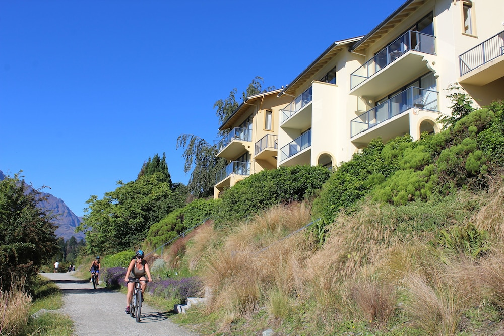 Villa del lago deals reviews 2018 queenstown nzl wotif for Hotel villa del lago