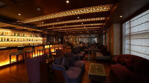 2 bars/lounges