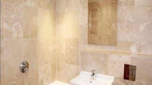 Combined shower/bathtub, free toiletries, hair dryer, towels