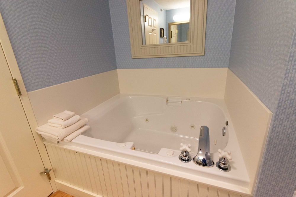 Jetted Tub, Essenhaus Inn & Conference Center