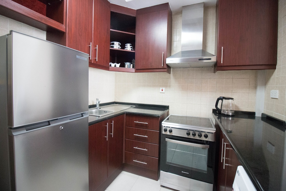 Private Kitchen, One Perfect Stay - Discovery Gardens