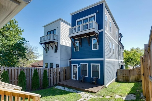 Convenient 4br/3.5ba w/ Deck in 12 South by Domio