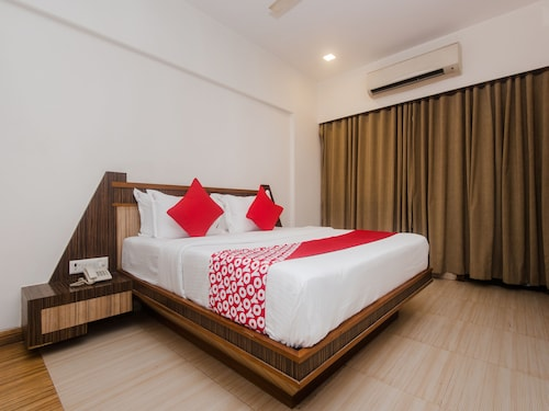 OYO 13823 Hotel Praveen International