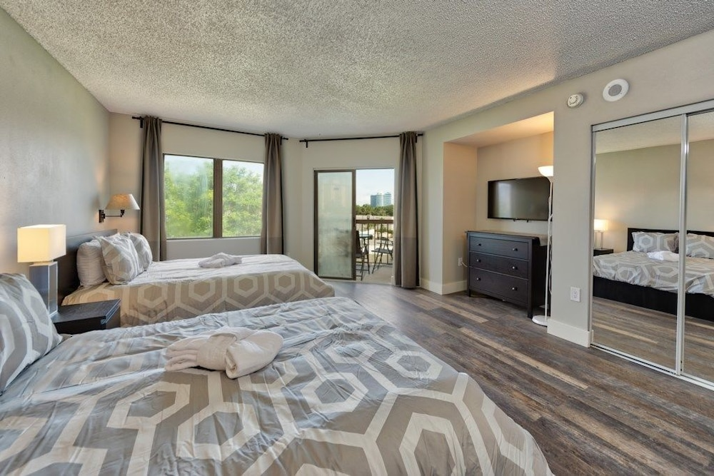 Comfort Townhome, Multiple Beds, Non Smoking - Featured Image