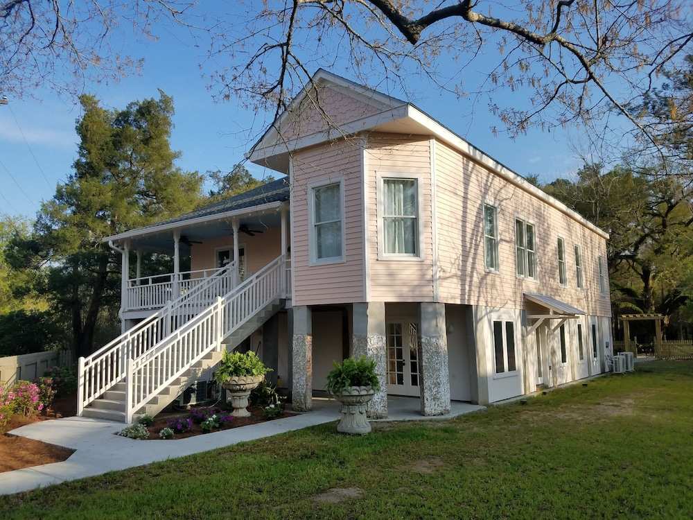 Featured Image, Abita Springs Hotel