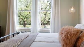 1 bedroom, Egyptian cotton sheets, premium bedding, memory-foam beds