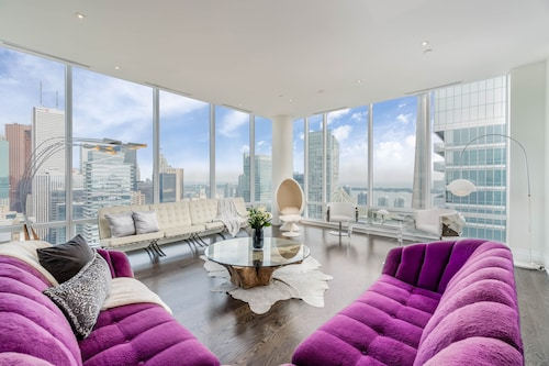 Great Place to stay QuickStay - Extravagant Downtown Condo near Toronto
