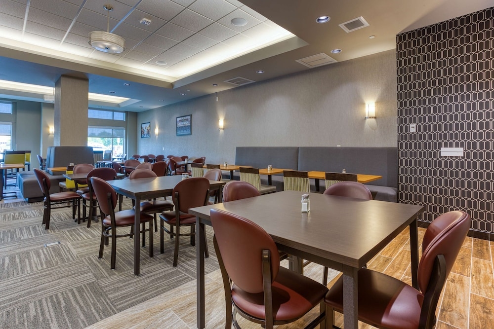 Breakfast Area, Drury Inn & Suites Cincinnati Northeast Mason