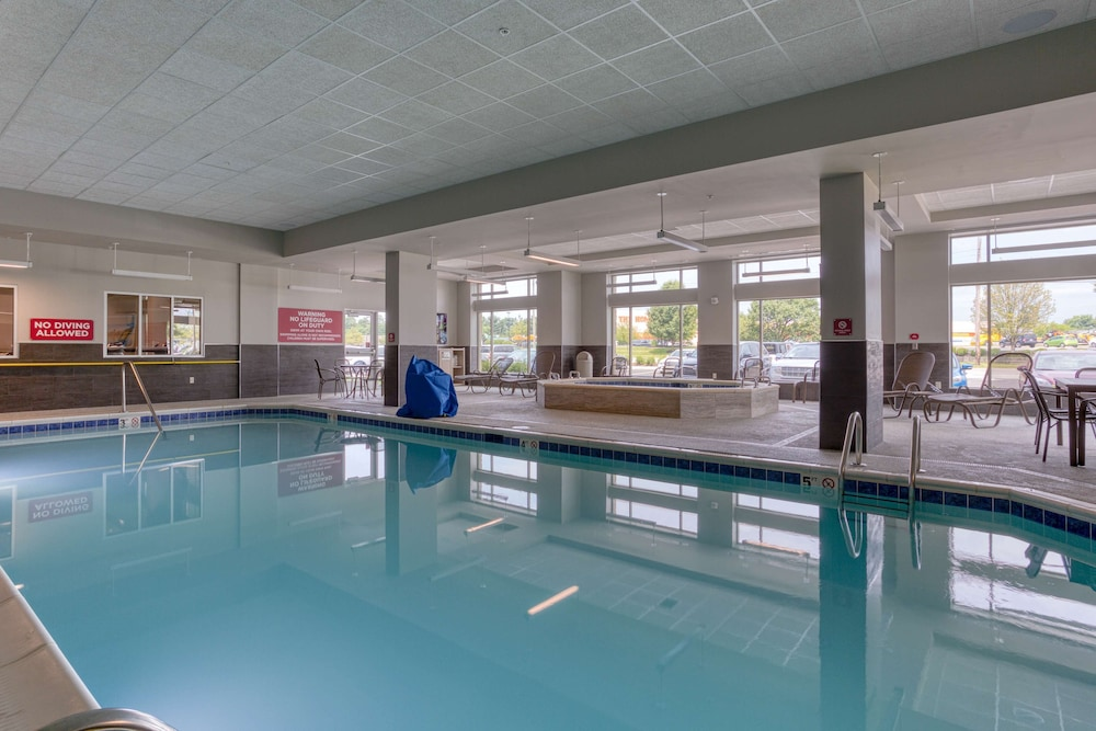 Pool, Drury Inn & Suites Cincinnati Northeast Mason