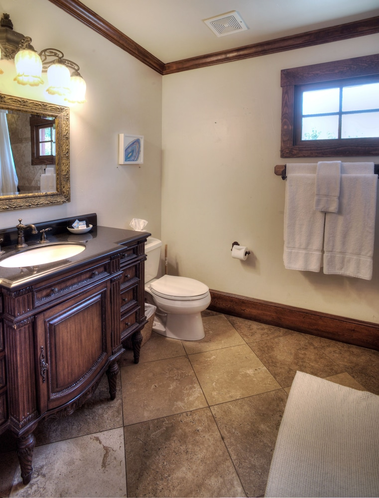 Bathroom, The Lodge Above Town Creek