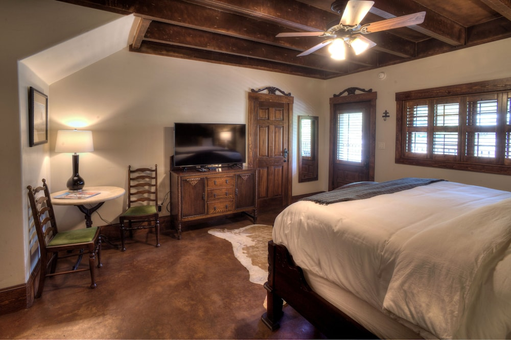 Room, The Lodge Above Town Creek
