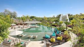 3 개의 야외 수영장, 09:00 ~ 21:00 오픈, 일광욕 의자