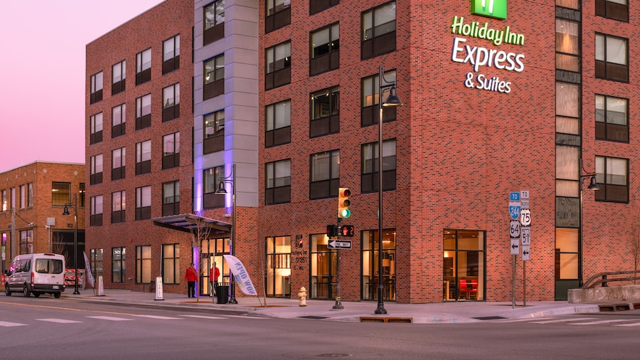 Holiday Inn Express & Suites Tulsa Downtown, an IHG Hotel