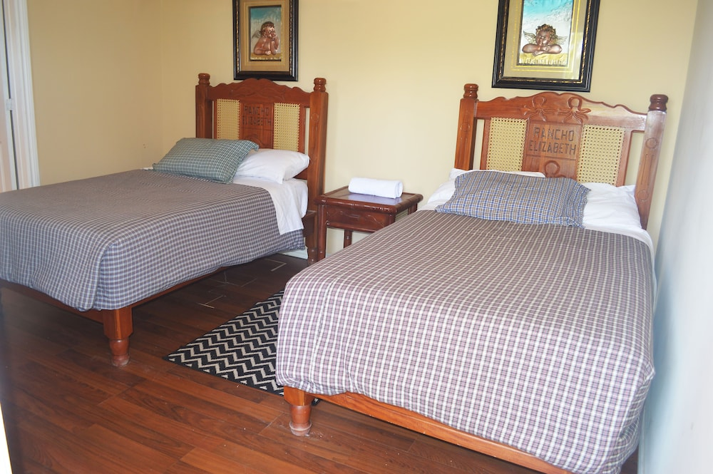 Room, Rancho Elizabeth Pacifico Azul