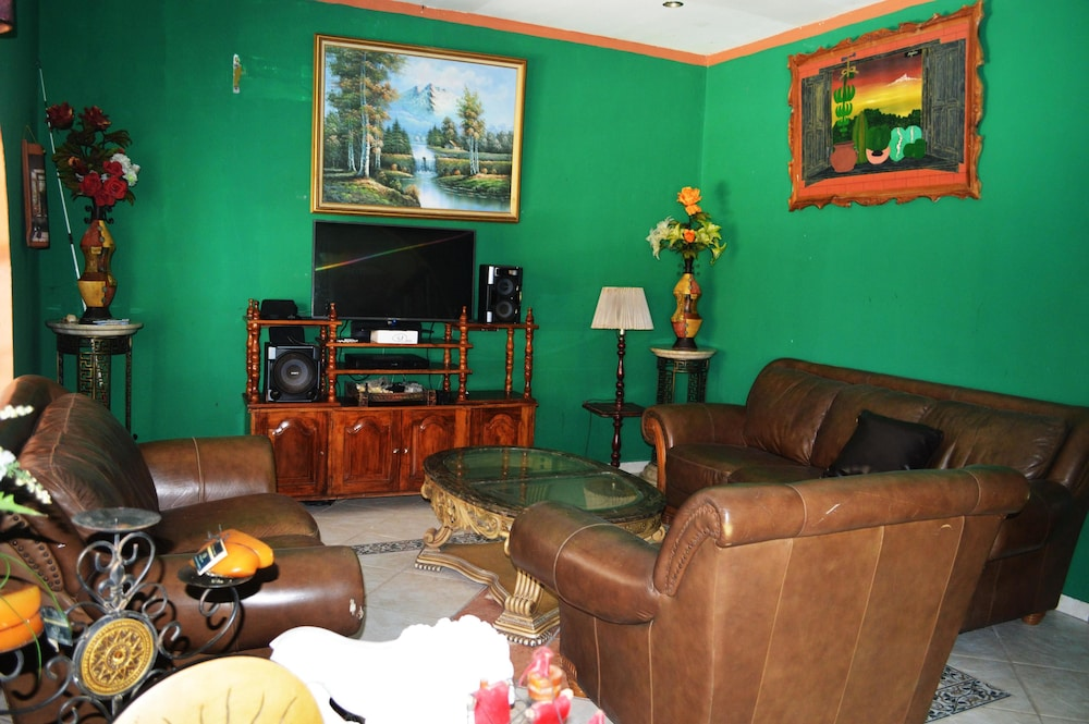 Living Room, Rancho Elizabeth Pacifico Azul